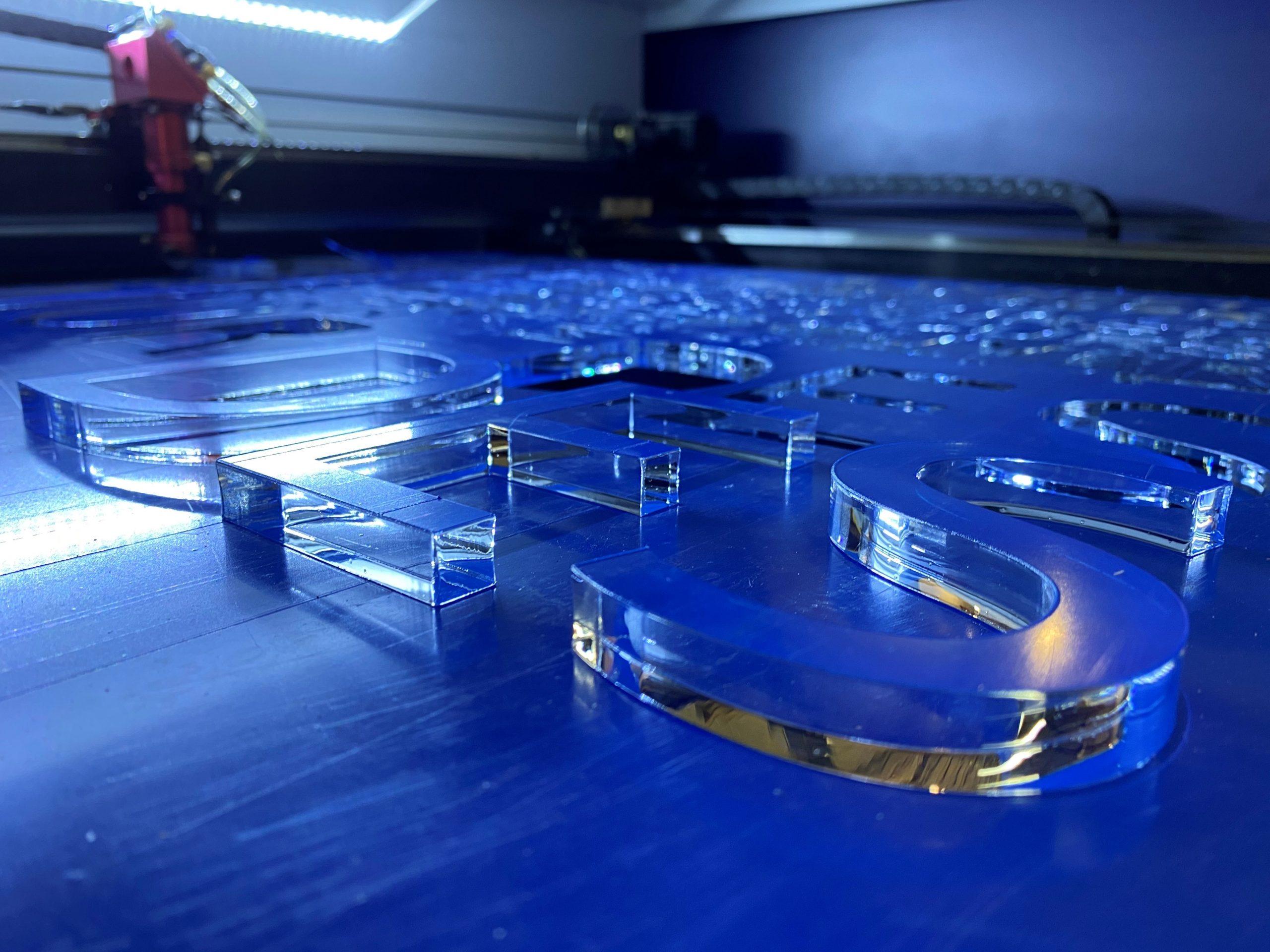 Découpe 3D lettres en acrylique