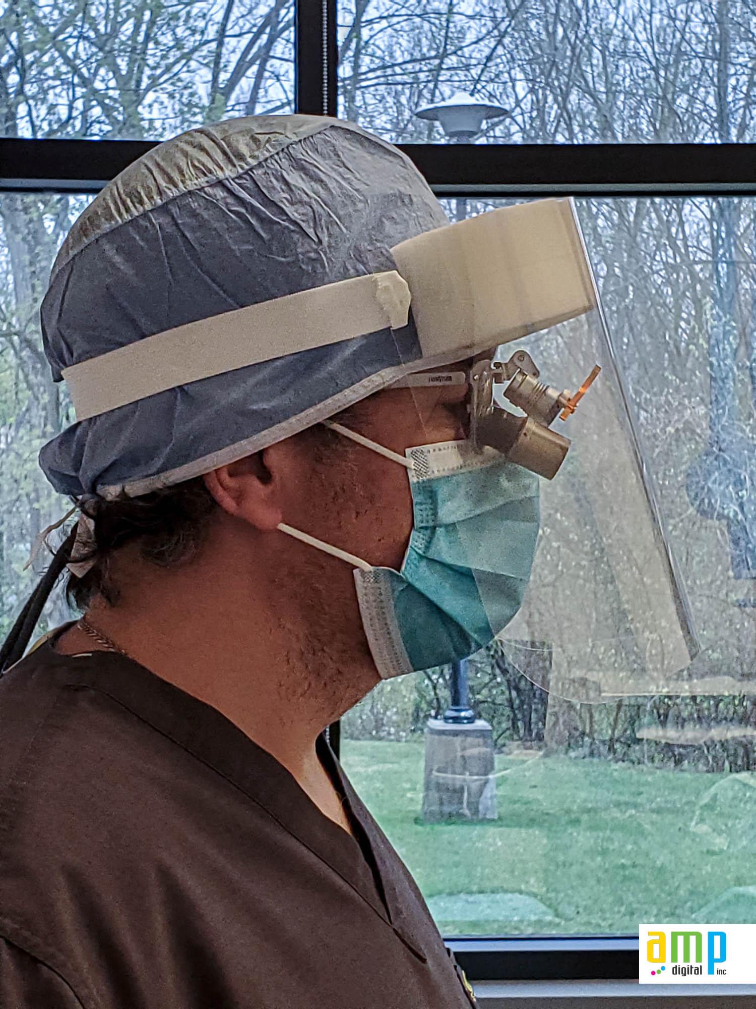 Visière de protection hygiénique pour dentiste avec lunettes grossissantes
